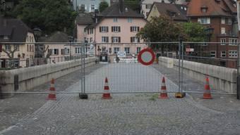 Seit Mitte März ist der alte Grenzübergang in Laufenburg mit Gittern abgesperrt.