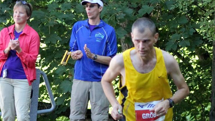 Adrian Gröbli (hier am Jungfrau-Marathon 2012, rechts) hat «in der Midlife-Phase» zum Laufen gefunden. Foto: Rainer Sommerhalder