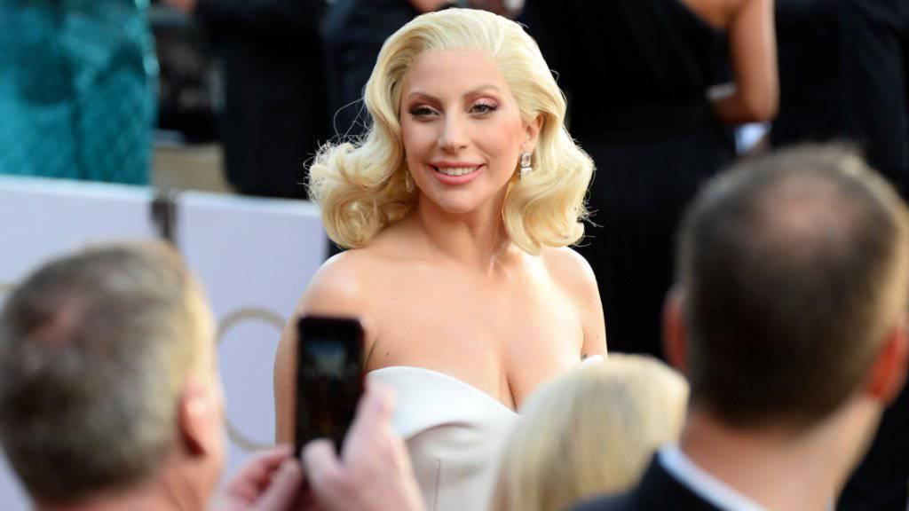 Lady Gaga letzten Montag vor der Oscar-Gala, auf der sie ihre Solidarität mit Missbrauchsopfern bekundete. Neu hat sie auch ein passendes Tattoo (Archiv).