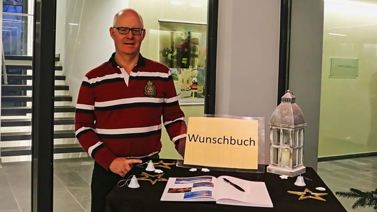 Gemeindeammann André Schreyer lädt die Bevölkerung dazu ein, ihre Wünsche im Buch in der Verwaltung kundzutun.