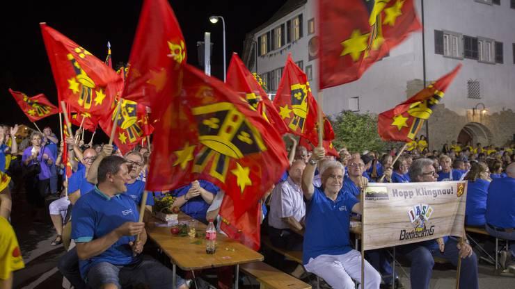 Die Klingnauer jubeln ausgelassen, als der Sieg im Donnschtig-Jass gegen Signau feststeht. (August 2017)