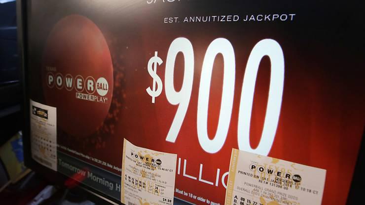 Nächste Woche ist es dann noch mehr: Der Super-Jackpot der US-Lotterie Powerball wurde am Samstag nicht geknackt. Bei der nächsten Ziehung wird der Jackpot gegen 1,3 Milliarden Dollar schwer sein.