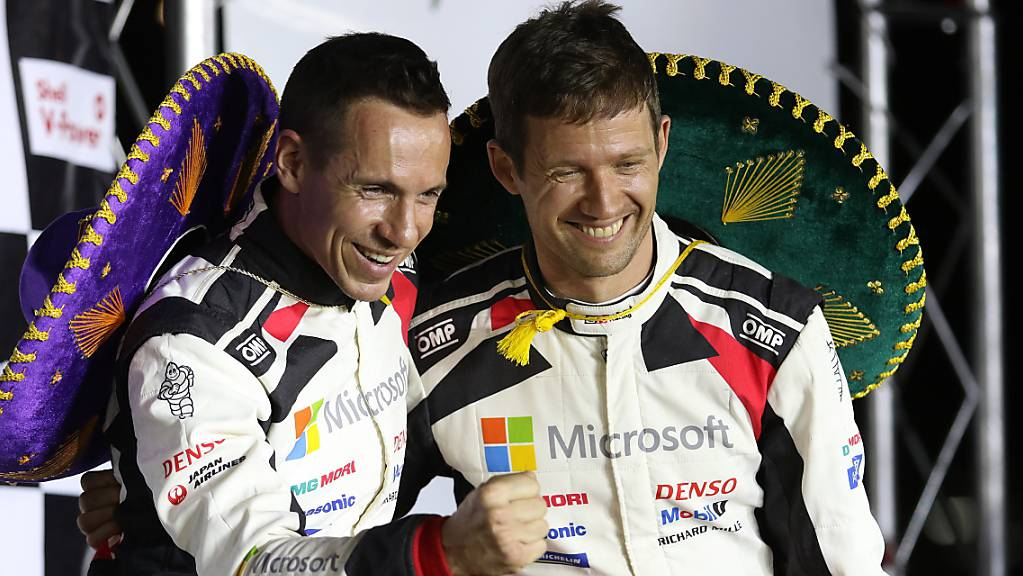 Sébastien Ogier (rechts) mit seinem Beifahrer Julien Ingrassia nach dem Sieg am Rallye Mexiko