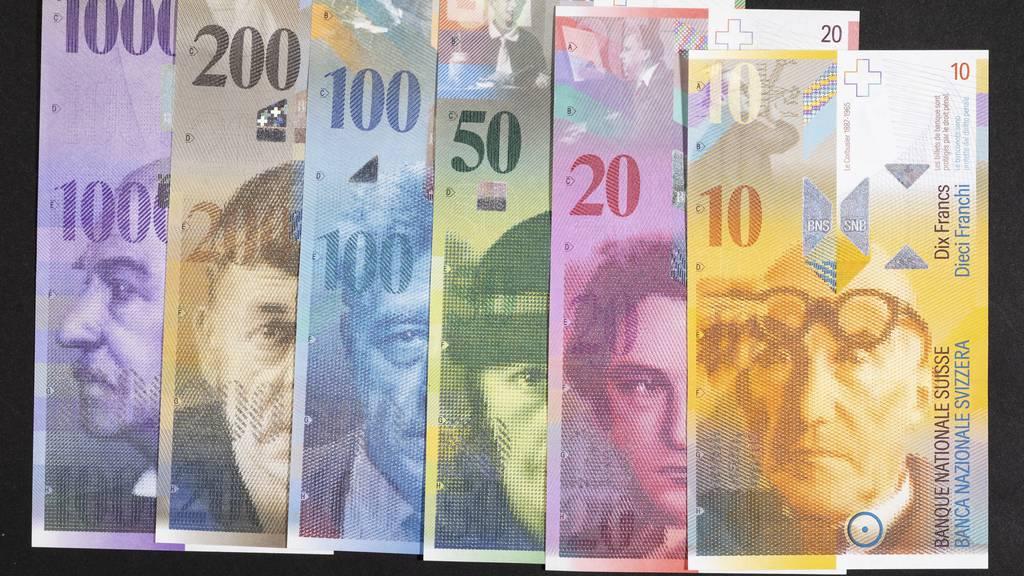 Nationalbank zieht alte Banknoten nächstes Jahr aus dem Verkehr