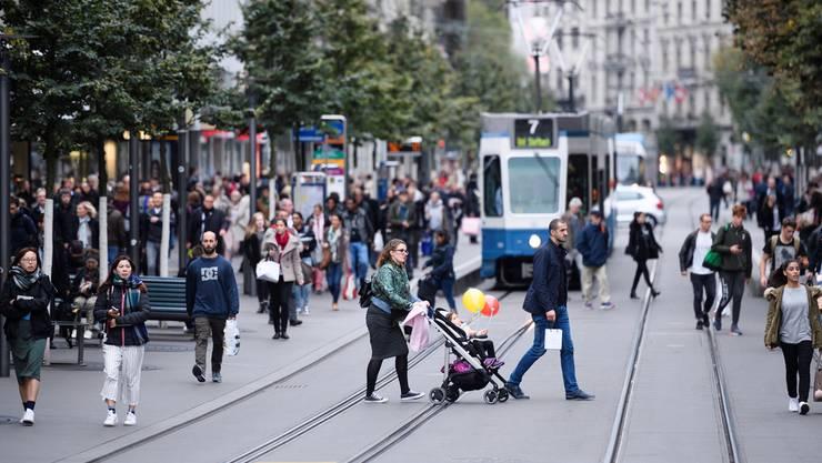 Trotz Wegzug von McDonald's kein Einheitsbrei: Bahnhofstrasse in Zürich.Key