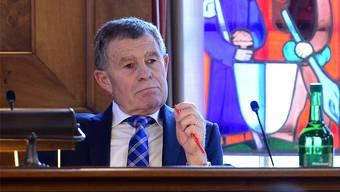 """Finanzdirektor Ernst Stocker. Parteikollege Marcel Suter (Thalwil) spricht von """"Buebetrickli""""."""
