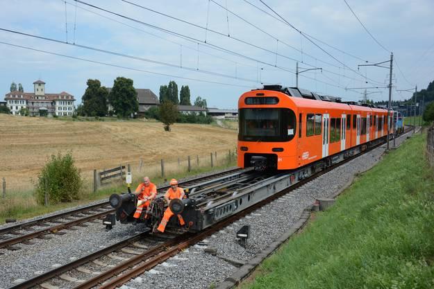 Am 7.August 2018 wurde der erste «Worbla» – die Passagiere stimmten für diesen Namen – angeliefert. Auf Rollböcken transportierte ihn eine Stadler-Lokomotive nach Zollikofen.