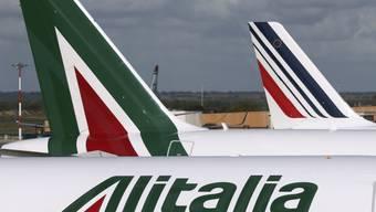 Die Gespräche zur Rettung der italienischen Fluggesellschaf Alitalia gehen weiter: Die italienische Eisenbahngesellschaft Ferrovie dello Stato (FS) verhandelt mit der Lufthansa und der US-Airline Delta. (Archiv)