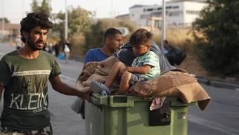 Einige Flüchtlinge sind mittlerweile in einem temporären Camp auf Lesbos untergekommen.