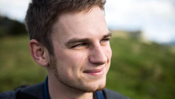 Tobias Schär vermittelt Laptops an bedürftige Familien.