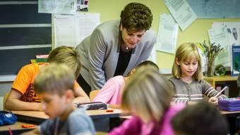 Eine Fremdsprache in der Primarschule soll reichen.