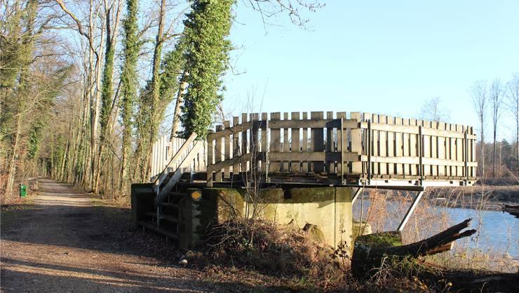 Die Aussichtsplattform befindet sich auf der Insel im Auenschutzpark bei Auenstein (südseitig, etwa 500 Meter ab der Autobrücke Rupperswil-Auenstein).