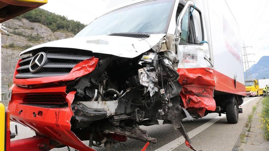 Chauffeur baut Unfall – 100'000 Franken Sachschaden