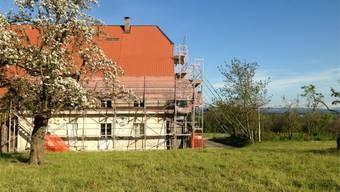 Der Bromegghof auf dem Bleichenberg ist noch immer eingerüstet. Der Renovationsbedarf ist hoch.