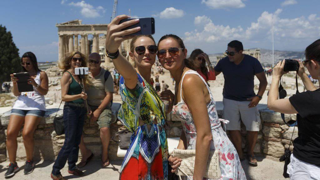 Touristen auf der Akropolis in Athen. (Archiv)