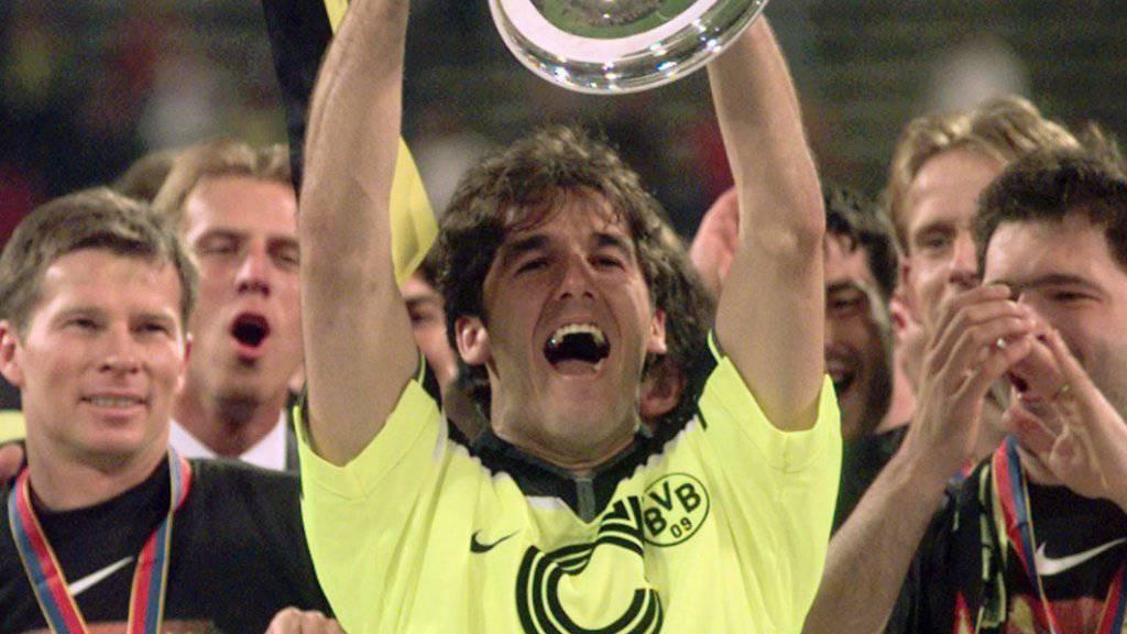 Stéphane Chapuisat wird mit Dortmund Champions-League-Sieger
