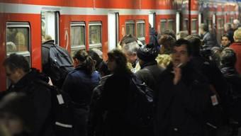 Der Streik in Deutschland verursacht Staus in den Bahnhöfen
