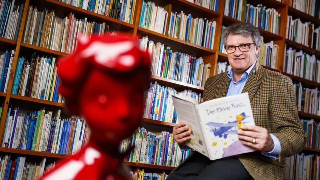 Jean-Marc Probst vor seinen über 4500 verschiedenen Ausgaben von «Le Petit Prince». Die Sammlung soll zum Kernstück eines Zentrums für Jugendliteratur in Lausanne werden.