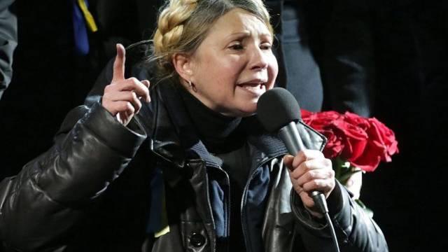 Julia Timoschenko spricht im Februar 2014 in Kiew vor Demonstranten