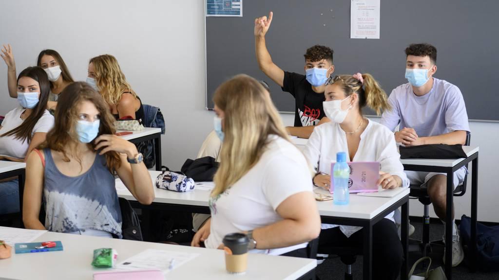 Maskenpflicht in Sek aufgehoben – Spucktest ab 3. Klasse