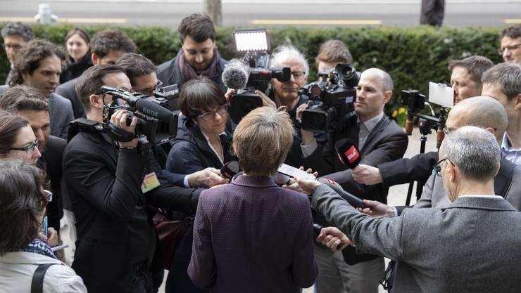 Bundespräsidentin Simonetta Sommaruga vor Journalisten: Eine Mehrheit der Bundesräte lehnte ihr Notpaket für die Medien ab.
