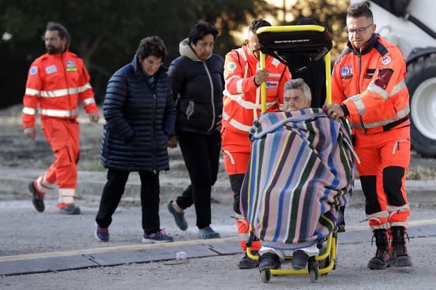 Nach der Erdbebenkatastrophe ruft Italien den Notstand aus (6)