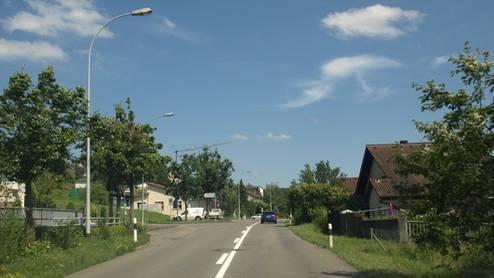 Die Surbtalstrasse wenige hundert Meter eingangs Döttingen: Auf dieser Strasse kam es zum Unfall.