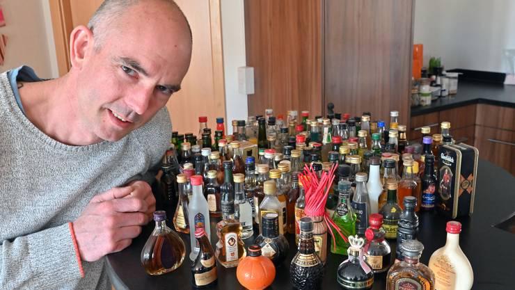 Alle noch ungeöffnet: Vor 25 Jahren begann Patrick Kissling seine Flaschensammlung.