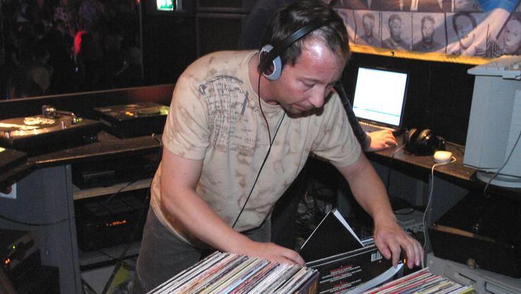 2003 bei der einmaligen Rückkehr in den ehemaligen Club «Don Paco» in Wohlen, wo er in den 80ern als Resident-DJ fest angestellt war. Monatslohn: 3000 Franken
