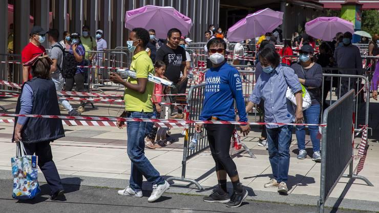 Mit Hilfspaketen versucht man in Genf, die Situation von Menschen in Notlagen zu lindern.