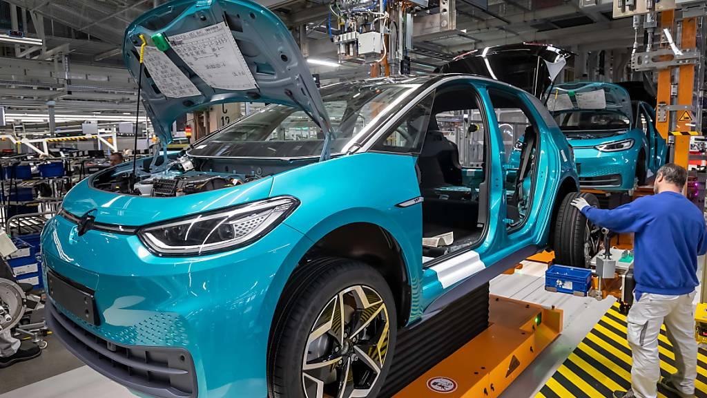 Der deutsche Autobauer VW investiert in China über zwei Milliarden Euro in die Elektromobilität.(Archivbild)