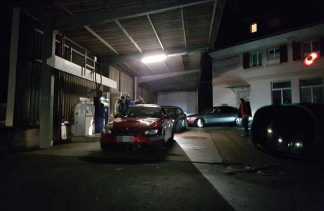 Keiner wollte sich den tiefen Benzinpreis entgehen lassen.