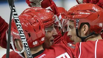 Lausannes Spieler feiern Heimsieg gegen Kloten