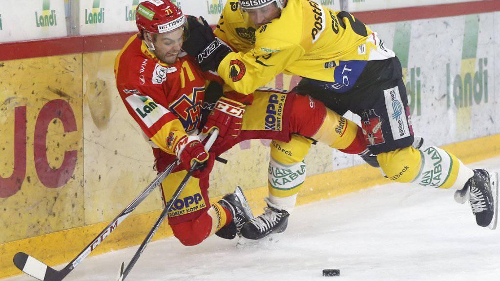 Berns Beat Gerber (rechts) lässt im Duell mit Julian Schmutz die Muskeln spielen