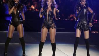 Vlnr: Kelly Rowland, Beyoncé und Michelle Williams von Destiny's Child bei ihrem letzten gemeinsamen Auftritt am 3. Februar 2013 (Archiv).