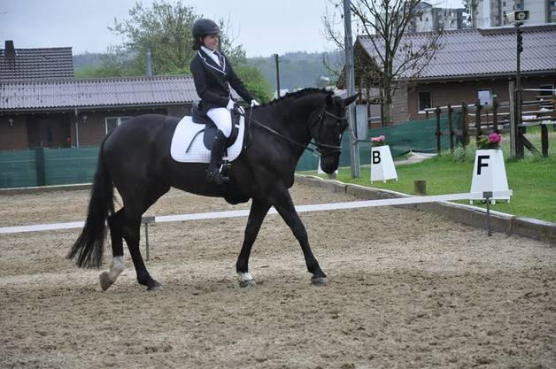 So sind auch Maurine Schaufelberger und ihr Pferd fleissig am Trainieren