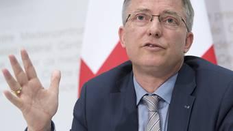 Markus Seiler, bisheriger Chef des Nachrichtendienstes des Bundes (NDB), wird ab Dezember Generalsekretär im von Ignazio Cassis geführten Aussendepartement (EDA). (Archiv)