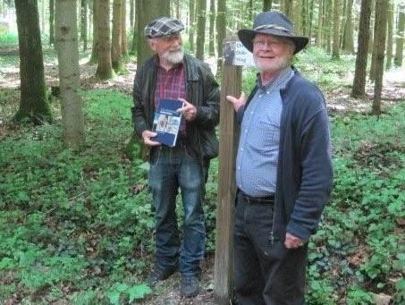 Einweihung des neu benannten Waldweges durch Chrüter Oski alias Oskar Marti und Rudolf Luterbacher, Bürgerrat und Forstverantwortlicher der Bürgergemeinde Lohn.