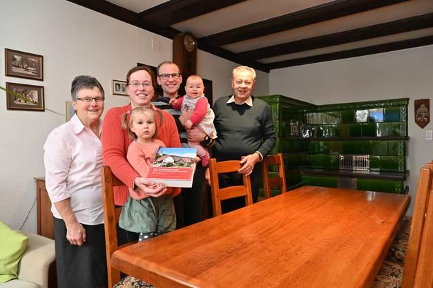 Sie wohnen und leben im Baudenkmal: Zwei Generationen Familie Pfluger im Pflugerhof in Oensingen.