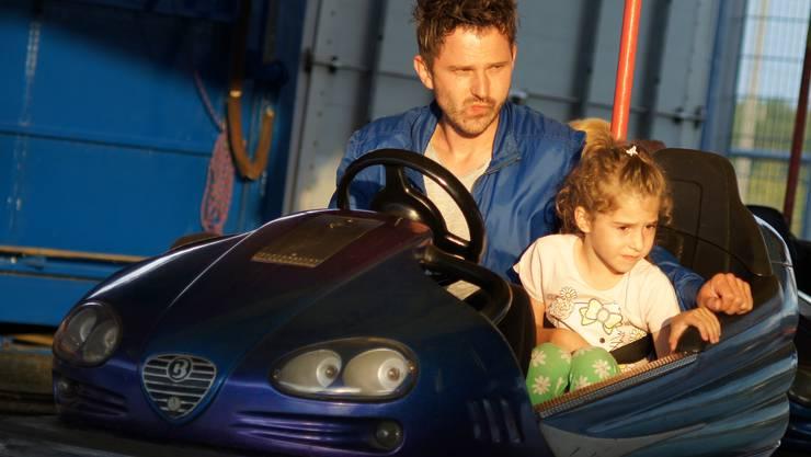 Skeptischer Vater mit Tochter auf der «Tütschibahn»