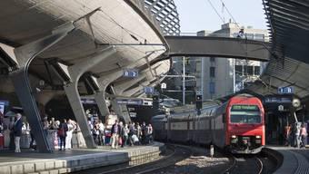 Keine Minute, nachdem Passanten das Baby gerettet hatten, fuhr der nächste Zug ein. (Symbolbild)