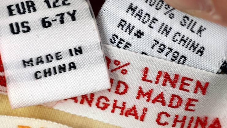 Mit der Aufhebung der Industriezölle wollte der Bundesrat importierte Kleider günstiger machen.