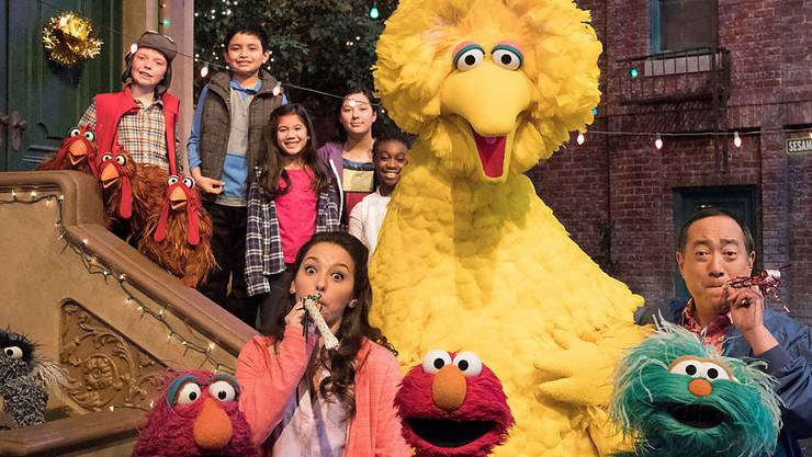 Bibo ist einer der Stars aus der Sesamstrasse: Die Kindersendung feiert dieses Jahr ihren 50. Geburtstag, ohne das bisher klar war, wo die Strasse überhaupt liegt. Doch nun gibt es eine in New York.