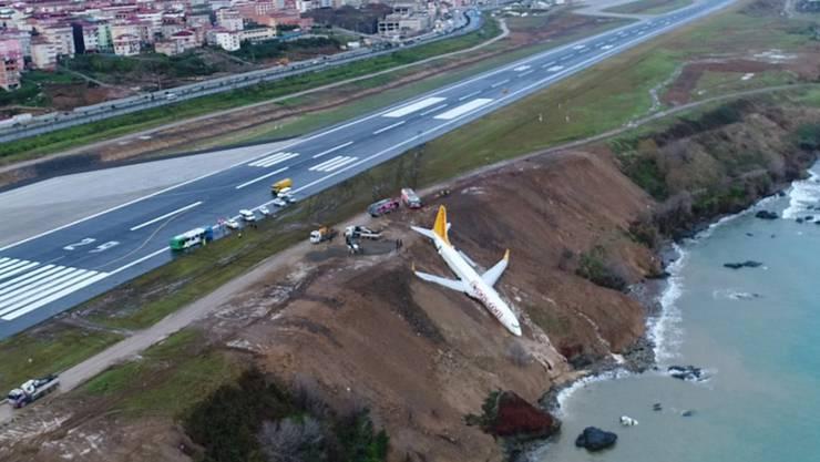 Knapp vor dem Meer kam das Flugzeug zum stehen.