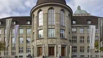 Doppelt so hoch wie vor zehn Jahren, aber immer noch zu tief: Der Frauenanteil bei den ordentlichen Professuren an Uni Zürich beträgt 21 Prozent.