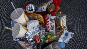 Nicht nur Aludosen und Petflaschen sollen rezykliert werden, sondern vermehrt auch Plastikverpackungen.