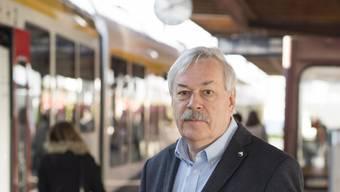 Kein Mann der lauten Töne: der designierte Kantonsratspräsident Rolf Steiner (SP) am Bahnhof Dietikon.