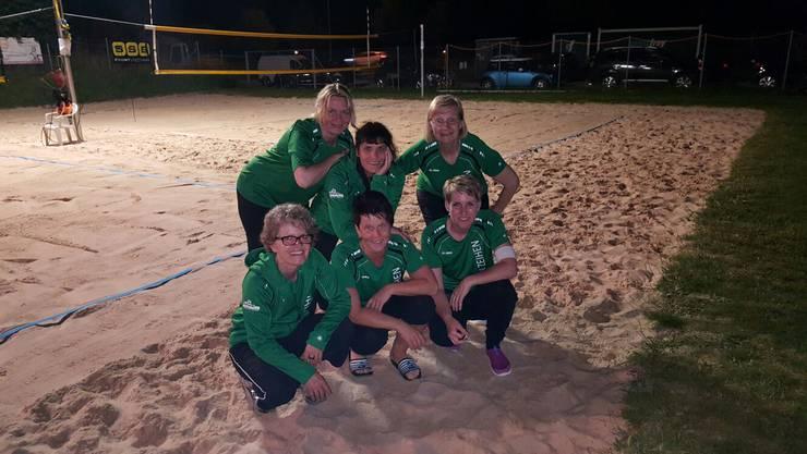 Am 1. Juli traten 6 Frauen vom FTV Zeihen am Schnurball on the Beach in Möhlin an. Am Start waren 12 Mannschaften. Nach einer spannenden Vorrunde gegen Mannschaften von verschiedenen Kategorien, konnten wir die Vorrunde mit 3 Siegen und einer Niederlage beenden. Nach der Pause ging es für uns um den dritten oder vierten Platz. Diesmal war das Glück nicht auf unserer Seite und wir belegten den vierten Schlussrang. Glücklich und stolz auf unsere Leistung traten wir nach einem gemütlichen Sommerabend den Heimweg an. Für Zeihen spielten hinten: Caroline Stucki, Corinne Ebert, Silvia Wülser            vorne: Käthi Kleeb, Anita Riner, Corin Suter