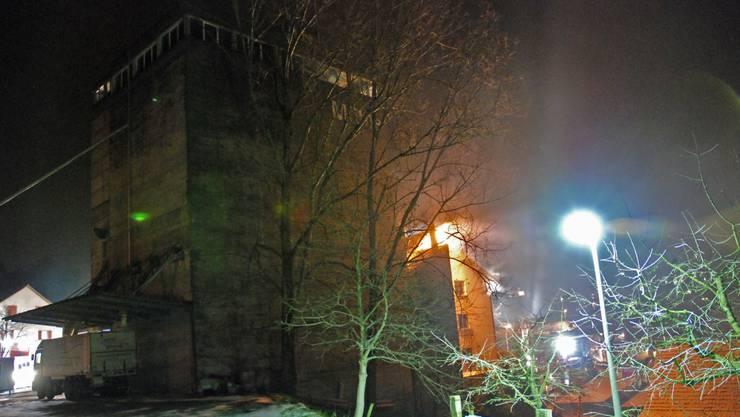 Brandherd: Ausgebrochen ist das Feuer im Dachstock des Mühlengebäudes.  (Toni Widmer)
