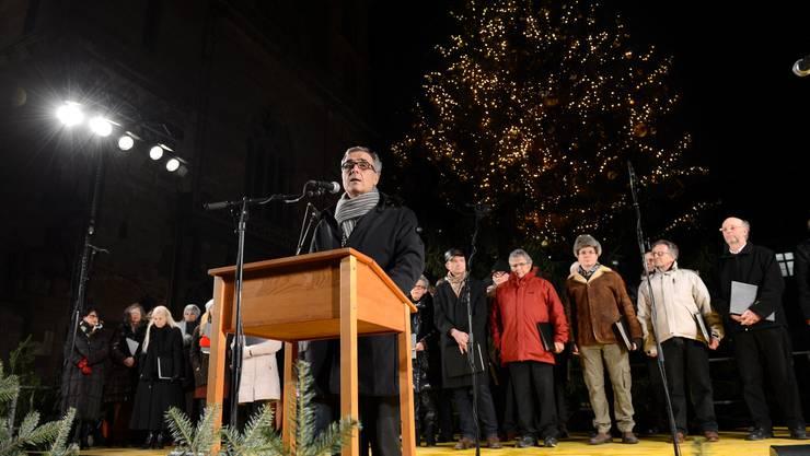 Regierungspräsident Guy Morin läutet in Basel offiziell die Weihnachtszeit ein.
